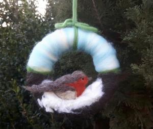 Trocken gefilzter Türkranz: Rotkehlchen im Schnee ♥ 17cm im Durchmesser