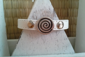 Armband ☆ Spirale ☆  ☀, Kunstleder mit Schiebeperle und Nieten - Handarbeit kaufen