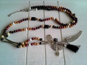 Halskette ☀ Engels-Flügel☀, lange Kette aus Holz-Perlen mit verschiedenen Anhängern und Quaste - Handarbeit kaufen