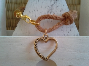 Armband ♥ Herz ♥ ☆, Wildlederarmband mit Herzanhänger - Handarbeit kaufen