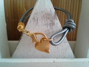 Armband ♥ Herz ♥ ☆, Lederarmband mit vergoldetem Herzanhänger - Handarbeit kaufen