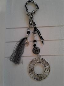 Taschenanhänger ★ Love Hope Faith ★ ♡ , aus Paracordband mit Cabochon-Anhänger Initialen - Handarbeit kaufen