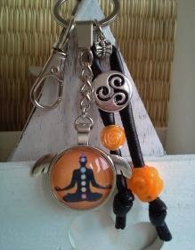 Schlüsselanhänger ★ Chakra ★ ♡ , aus Kunstlederband mit Cabochon-Anhänger - Handarbeit kaufen