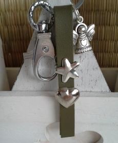 Schlüsselanhänger ★ Schutzengel ★ ♡ , aus Kunstleder mit Herz-Niete und Engelanhänger - Handarbeit kaufen