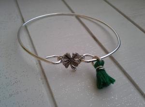 Armreif ♥ Kleeblatt ♥,  ☆ aus Metall mit Quastenanhänger - Handarbeit kaufen