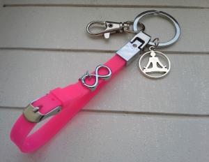 Schlüsselanhänger ★ Yoga ★ ♡ , aus Silikonband, mit Anhänger und Schiebeperle - Handarbeit kaufen