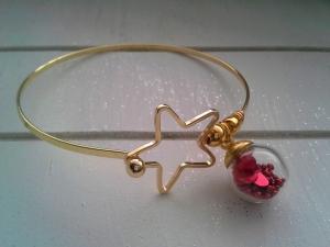 Armreif ♥ Stern ♥,  ☆ aus Metall mit Glaskugel gefüllt mit Kügelchen und Herzen