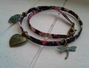 Armband ♥Love♥ , Wickelarmband ausTextilband mit verschiedenen Anhängern