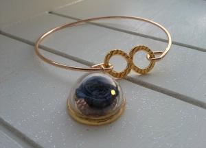 Armreif ♥ Rose ♥,  ☆ aus Metall mit einem Glasanhänger gefüllt mit einer Stoff-Rose