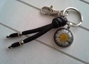 Schlüsselanhänger ★ Black Daisy ★ ♡ , aus Kunstlederband mit Cabochon-Anhänger Gänseblümchen