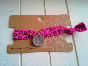 Armband ♥ Name ♥,  mit Schmuckkarte, elastisches Armband mit bedrucktem Anhänger