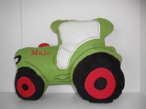 Kuschelkissen  hellgrüner Traktor mit gratis  Personalisierung