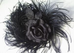 Kopfschmuck handgemacht in Schwarz auf Moosgumme und mit einer Haarspange für festliche Anlässe kaufen