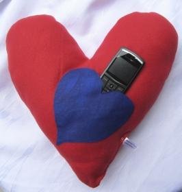 Kissen ♡ Herzkissen handgenäht aus Fleecestoff in Rot als Valentinsgeschenk zur Dekoration kaufen
