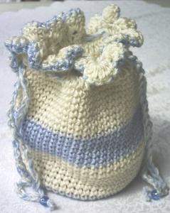 Beutel ♡ Utensilo handgehäkelt aus Baumwolle in Creme und Hellblau für die Aufbewahrung von vielen kleinen Dingen kaufen