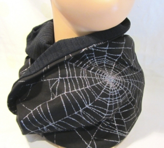 Rundschal ♡ Schlauchschal ♡ Männerschal handgefertigt aus Viskosejersey mit Spinnennetzprint kaufen