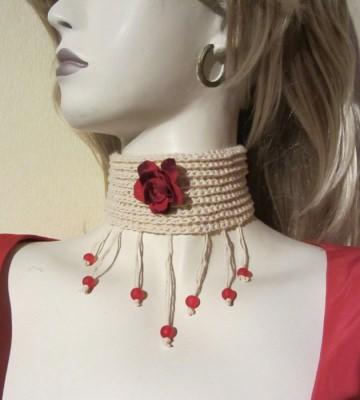 Süßes ♡ Halsband in creme mit roten Perlen handgemacht