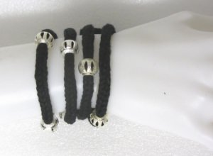 Armband handgestrickt aus Baumwolle mit silbernen Modulperlen kaufen