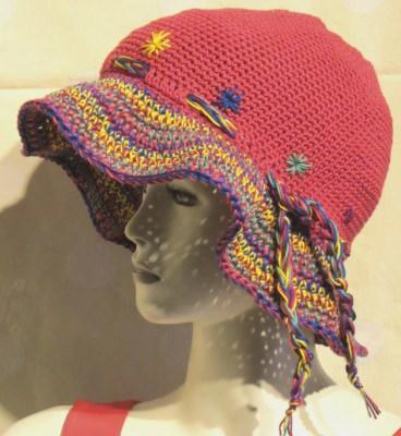 Hut Sommerhut mit bunter Krempe handgehäkelt aus Baumwolle in Rot mit bunter Krempe kaufen