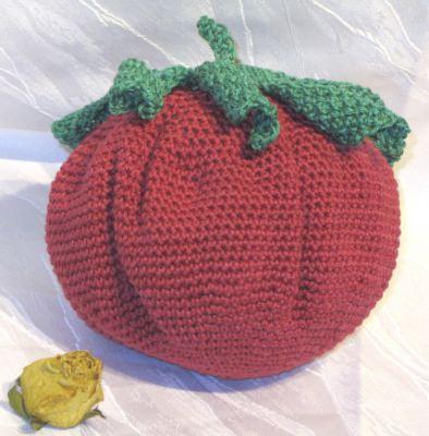 Erdbeer Kissen handgehäkelt aus Baumwolle als Sofakissen zur Dekoration oder als Geschenk kaufen