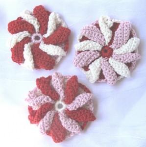 Blüte ☀ mehrfarbig handgehäkelt aus Baumwolle in Rot Weiß und Rosa bestellen