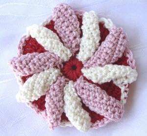 Blüte ☀ mehrfarbig handgehäkelt aus Baumwolle in Rosa Weiß und Rot bestellen