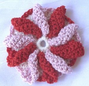 Blüte ☀ mehrfarbig handgehäkelt aus Baumwolle in Rosa Rot und Weiß kaufen