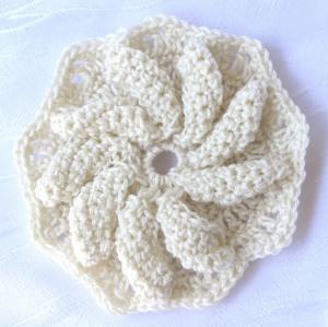 Blüte ☀ handgehäkelt aus Baumwolle in Creme Rosa oder Grün kaufen