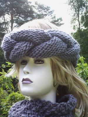 Handgestricktes Stirnband gestrickt und geflochten aus Wolle in Grau kaufen - Handarbeit kaufen