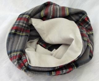 Rundschal ♡ Schlauchschal ♡ Männerschal handgemacht aus grauem Leinenstoff und kariertem Fleecestoff kaufen