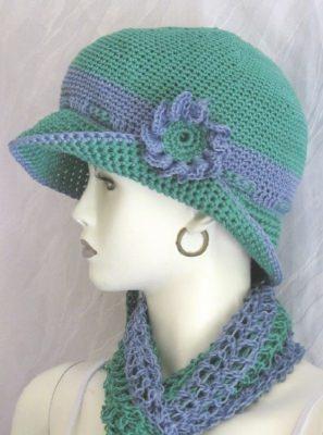 Hut gehäkelt aus Baumwolle in einer harmonierenden Farbkombination aus Grün und Blau kaufen