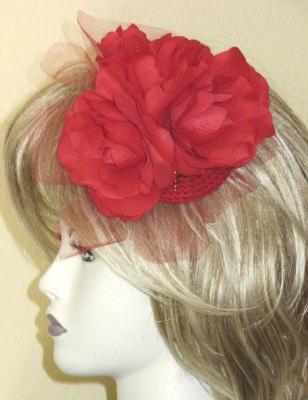 Handgefertigte Haarblüte ☀ Rote Rosen entworfen und handgemacht aus verschiedenen Materialien kaufen - Handarbeit kaufen