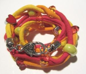 Wickelarmband entworfen und handgemacht aus Baumwolljersey in Orange, Rot und Gelb kaufen
