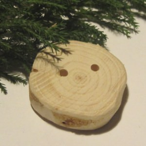 Handgefertigter Knopf aus Wacholderholz unbehandelt ideal zum Einfärben oder zur künstlerischen Bemalung kaufen - Handarbeit kaufen