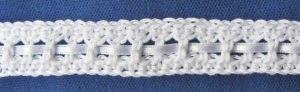 Zierborte ♡ Borte Bordüre handgehäkelt aus Baumwolle mit Satinband in Weiß oder in Ihrer Wunschfarbe bestellen