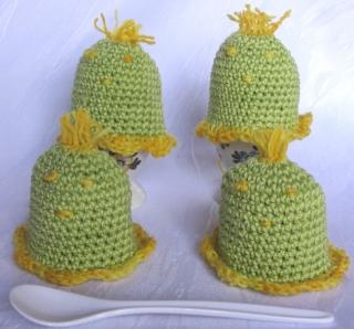 Eierwärmer im Viererset handgehäkelt aus Baumwolle in der Farbe Grün und Gelb kaufen