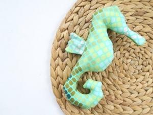 Babyrassel: Seepferdchen Rudi aus gemustertem Baumwollstoff  - Handarbeit kaufen