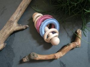 Babyrassel / Rasselstab Montessori - Holz und Garn  - Handarbeit kaufen