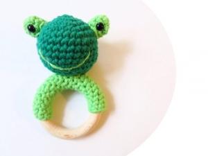Liebevoll gehäkelter Frosch - Greifling & Beißring - Handarbeit kaufen