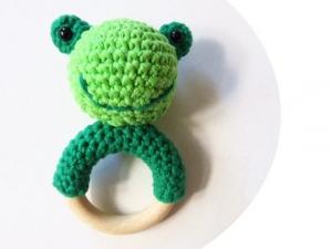 Liebevoll gehäkelter Frosch - Greifling & Beißring