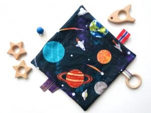 Handgefertigtes Schnuffeltuch aus Baumwolle mit Beißring (Astro) - Handarbeit kaufen