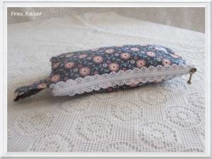 Täschchen Mäppchen Stiftetasche Schmucktasche Schminktasche blau mit rosa Blumen Spitzenreißverschluß vintage