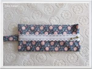 Täschchen Mäppchen Stiftetasche Schmucktasche blau mit rosa Blumen Spitzenreißverschluß