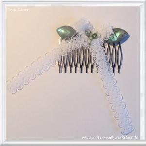 Brautschmuck Haarschmuck Haarkamm mit weißer Spitzenschleife verziert mit 3 Moosachaten und 2 Labradorit-Blättern