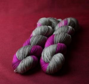 Sockenwolle 4-fach, grau trifft purple