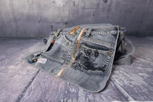 Upcycling ★ schwarzgraue Jeans HosenTasche mit Überschlag ★ Unikat