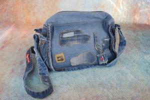 Upcycling ★ JeansTasche mit kleinen Autos ★ Unikat - Handarbeit kaufen