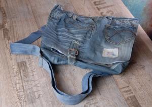 Upcycling ★ blaue Jeans HosenTasche mit Überschlag ★ Unikat - Handarbeit kaufen