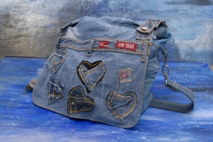 Upcycling ★ Jeans HerzenTasche mit Überschlag ★ Unikat - Handarbeit kaufen