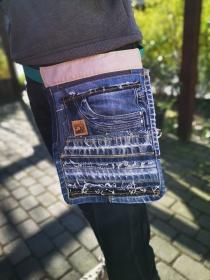 Upcycling ★ Bauchtasche / HüftTasche SaumNaht mit offenen Kanten ★ Unikat  - Handarbeit kaufen